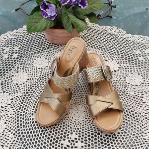 BOC womens gold wedge slip on sandals sz 8